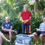 Demonstration des Liebig-Dispensers zur Varroabekämpfung