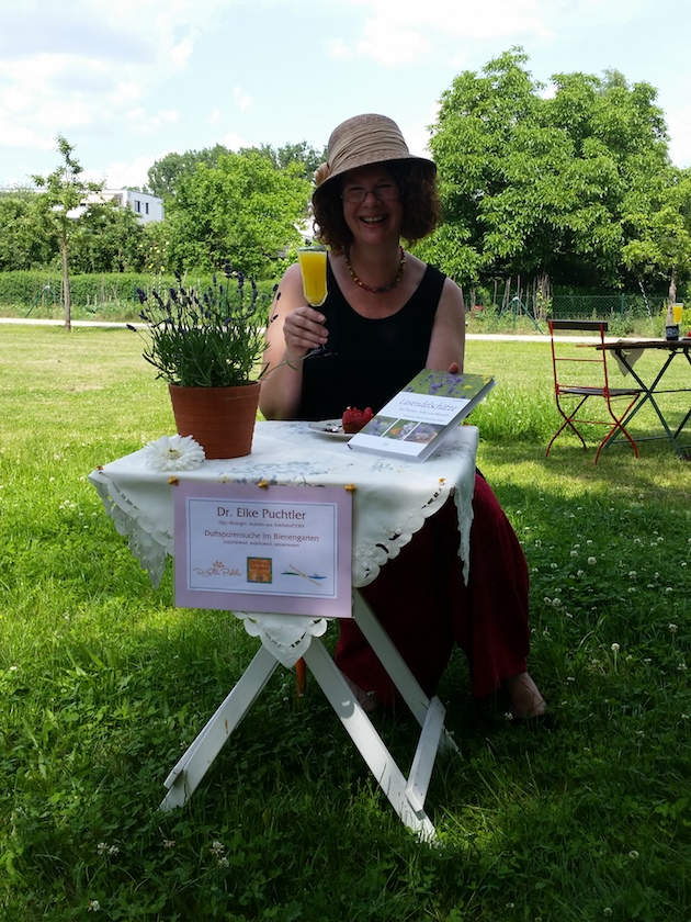 Referentin Elke Puchtler im Bamberger Bienengarten