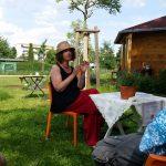 Referentin Dr. Elke Puchtler im Bamberger Bienengarten