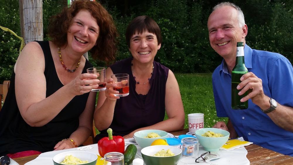 Im Anschluss Brotzeit mit Elke und Thomas Puchtler im schönen Bamberger Bienengarten