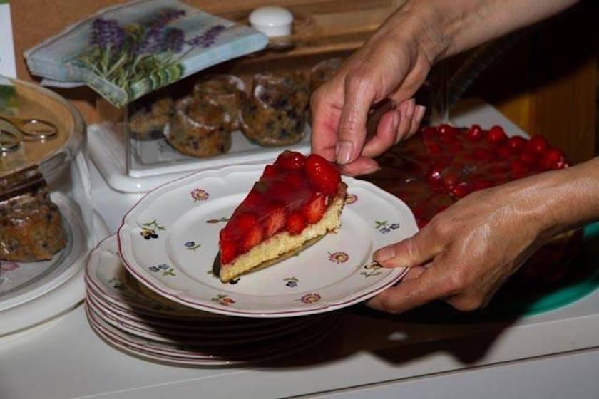 Glutenfreier Erdbeerkuchen mit Lavendeltortenguss