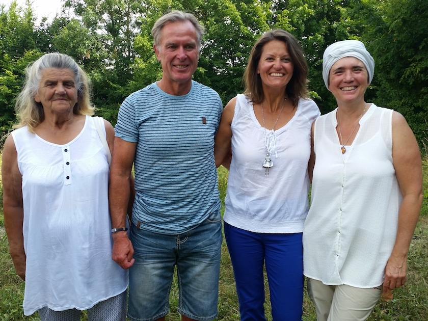 Bienenpatin Felicitas Sauer mit Familie und der Bamberger Schulbiene.