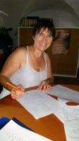 Ilona beim Fertigmachen der Bohranzeige