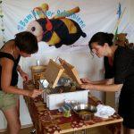 Honigwabe entdeckeln