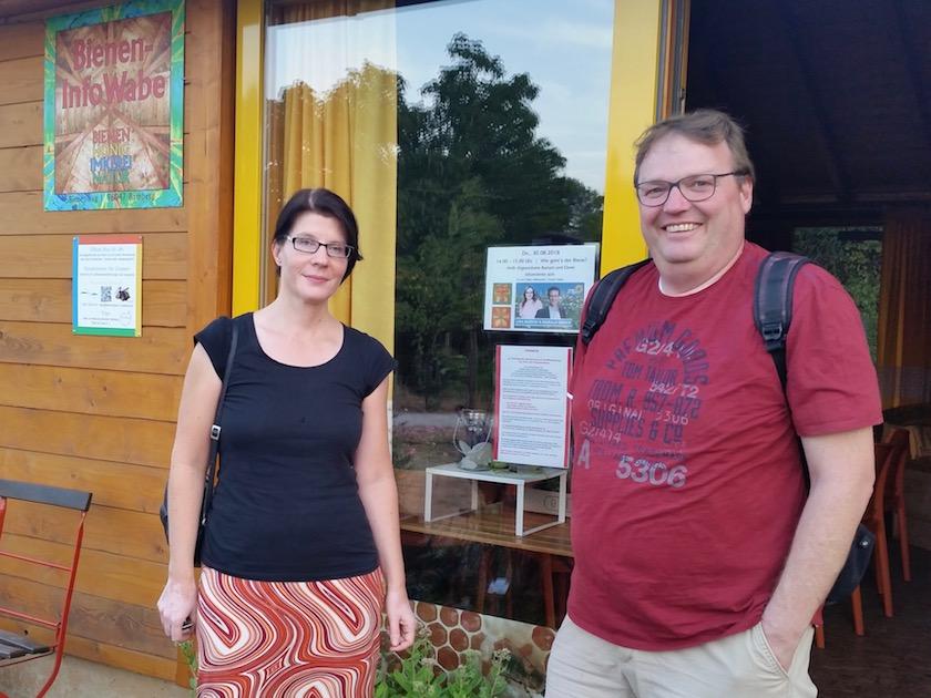 Bienenpatin Wiebke Burkhart und Bienenpate Dietmar Schalkhäuser