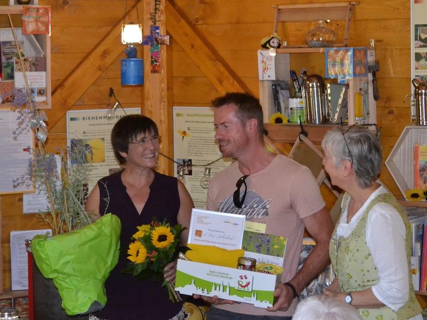 Bienenpatin Gabi Loskarn überreicht 2. Preis Bienenstadt-Bamberg-Umweltpreis 2018
