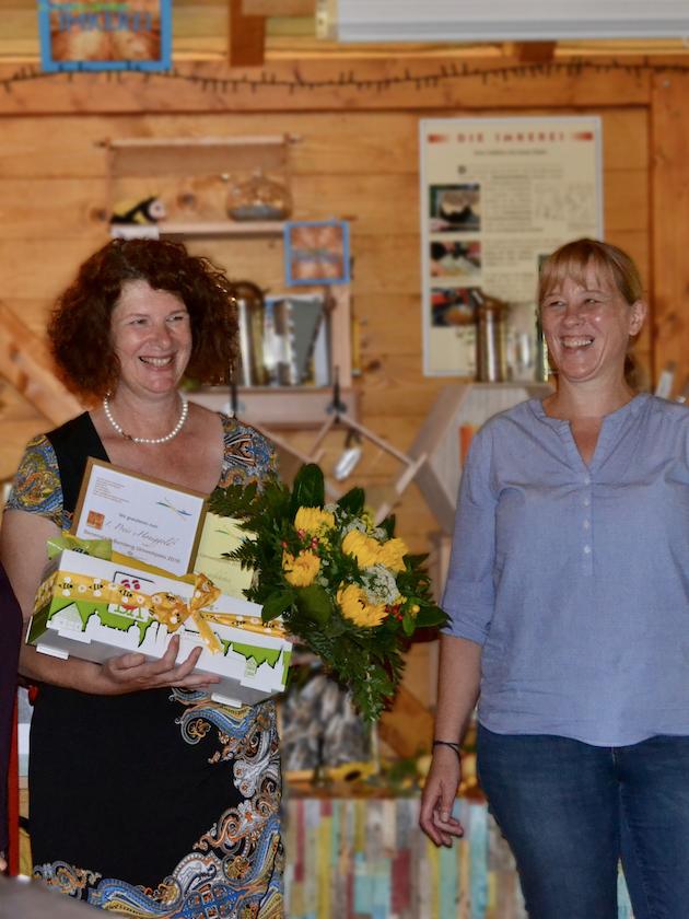 1. Preis für Ellke Puchtler, überreicht von Rita Bender