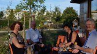 Gemütliches Ausklingen mit der Honiggoldpreisträgerin Dr. Elke Puchtler und ihrem Mann Thomas
