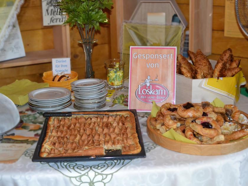 Teilchen von Sponsorpartner Lecker-Bäcker Thomas Loskarn und Apfelkuchen von Elke Puchtler