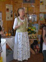 Bienenpatin Gabriele Loskarn, eine von vielen lieben (und hilfsbereiten)Gästen