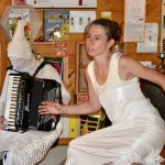 "Esther Rojtenberg und Susanne Starke, Butoh-Performence ""Mystikó ton Melissón"""
