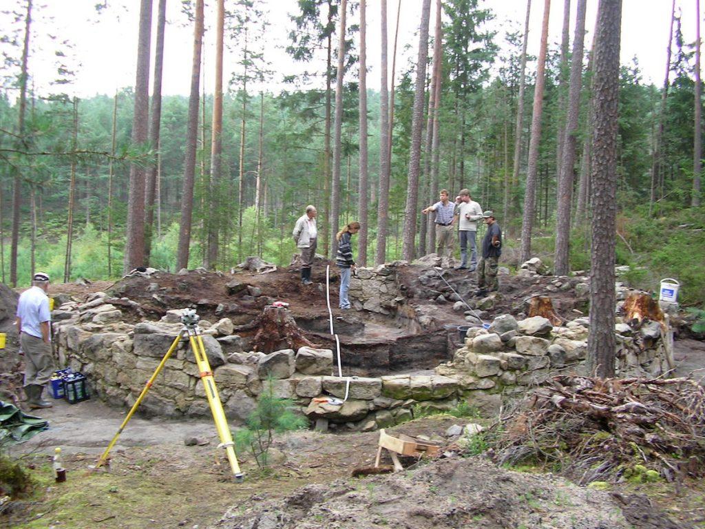 Ausgrabungen am Turmfundament Bihäusl in Schlammersdorf/Opf. © Foto Michael Biersack, mit freundlicher Genehmigung