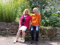 Luitgard Knoblach und Reinhold Burger im Garten des Altenheim St. Walburgis, Bamberg