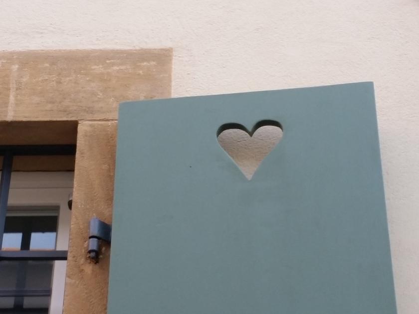 Herz im Fenster, gesehen Domhöfe Bamberg