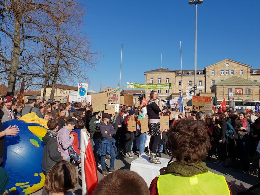 """Rede am Bahnhof zur Demonstration """"Nicht mit uns!"""" Bamberg am 16.02.2019"""