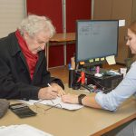 Paul Maar, Erstunterzeichner des Volksbegehrens im Wahlbüro Bamberg