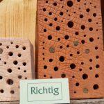 Richtige Bestandteile des Wildbienenhotels im Bamberger Bienengarten
