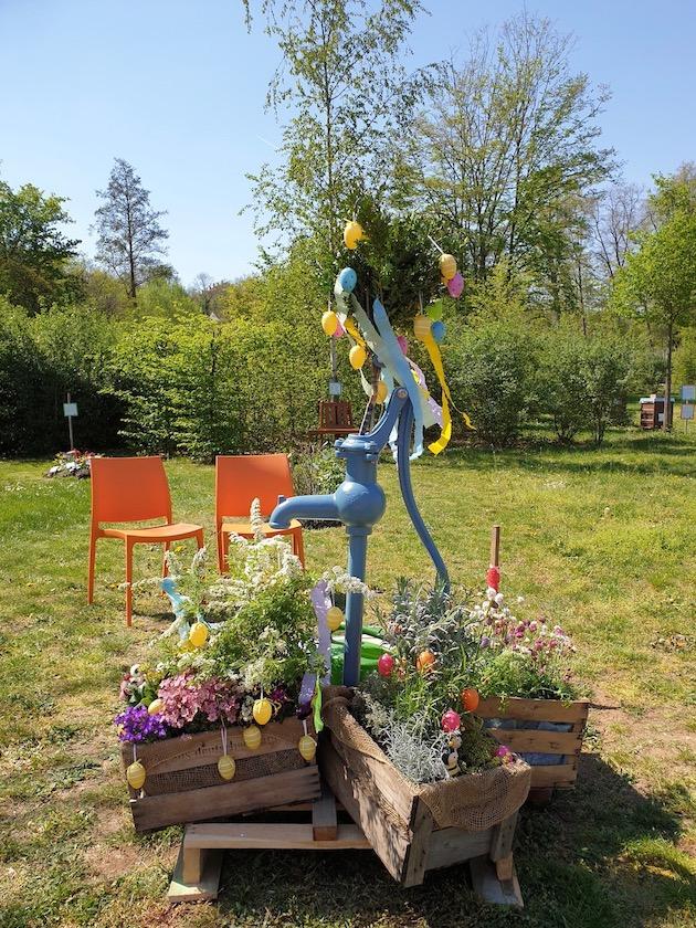 (provisorischer) Osterbrunnen zur Saisoneröffnung