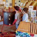Kleine Gäste zur Saisoneröffnung der Bienen-InfoWabe