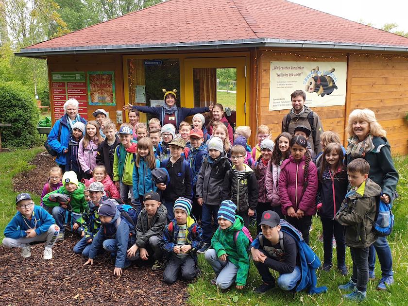 Grundschulklassen 2a+b zu Besuch in der Bienen-InfoWabe