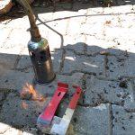 Abflammen der AFB-kontaminierten Imkerwerkzeuge