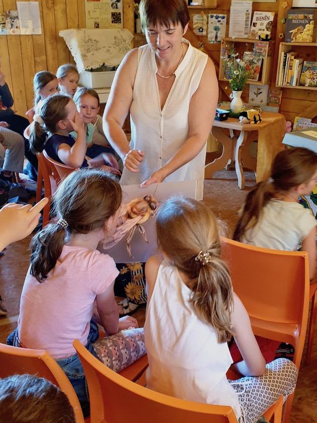 Kaulbergschule / Buger Schule 3. Klasse zum Schulbienen-Unterricht