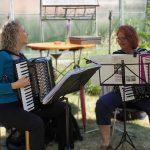 Akkordeonduett mit Evelyn Borchard und Gertrud Leumer