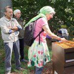 Am Lehrbienenstand Fünferlessteg, Thema Wabenhygiene