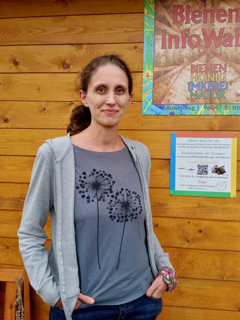 Bienenpatin Andrea Schöb zu Besuch an der Bienen-InfoWabe