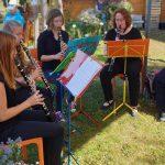 Klarinettenensemble unter der Leitung von Birgit Lang, moderiert von Monika Badt.
