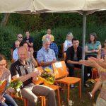 Applaus für Monika Badt, Moderatorin des Klarinettenensembles