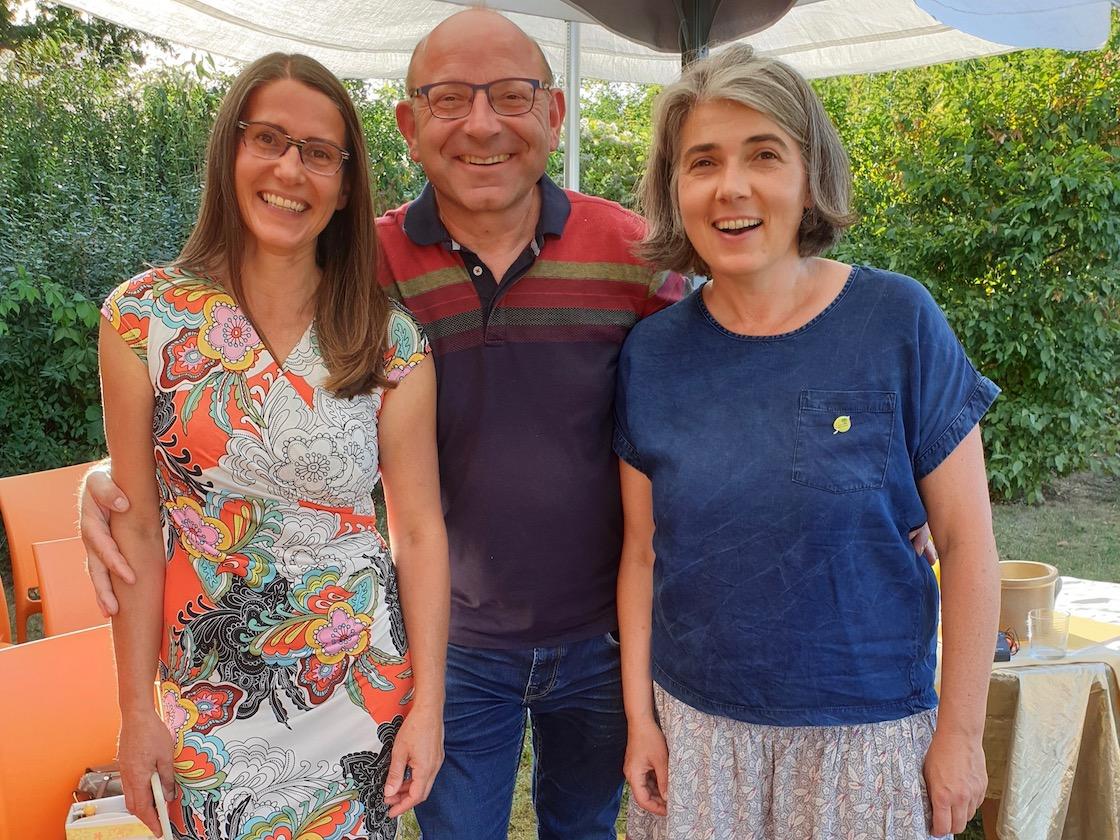 Preisträgerinnen und Jurymitglied zur Saison-Abschlussfeier der Bienen-InfoWabe