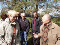 Uns begleitet Josef Püttner (re.), Heimatforscher