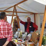Wildbienenspezialist Klaus Weber am Stand des LBV u. Landschaftspflegeverband
