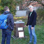 Reinhold erklärt Bienengeschehen