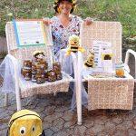 Bamberger Schulbiene am kleinen Honig- und Infostand