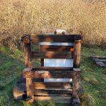 Abdecken des Vogelschadens an der Bienenbeute