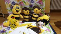 """Unsere fleißigen Vertreterinnen der Gruppe """"Bienenfreu(n)de"""" zur Vorstellung im World Café"""