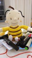 """Hummel """"Bommel"""", die Vertreterin der Wildbienen unserer Gruppe """"Bienenfreu(n)de"""" zur Vorstellung im World Café"""