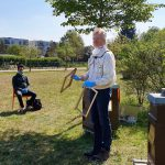 Reinhold zeigt Drohnenrahmen mit und ohne Bedrahtung