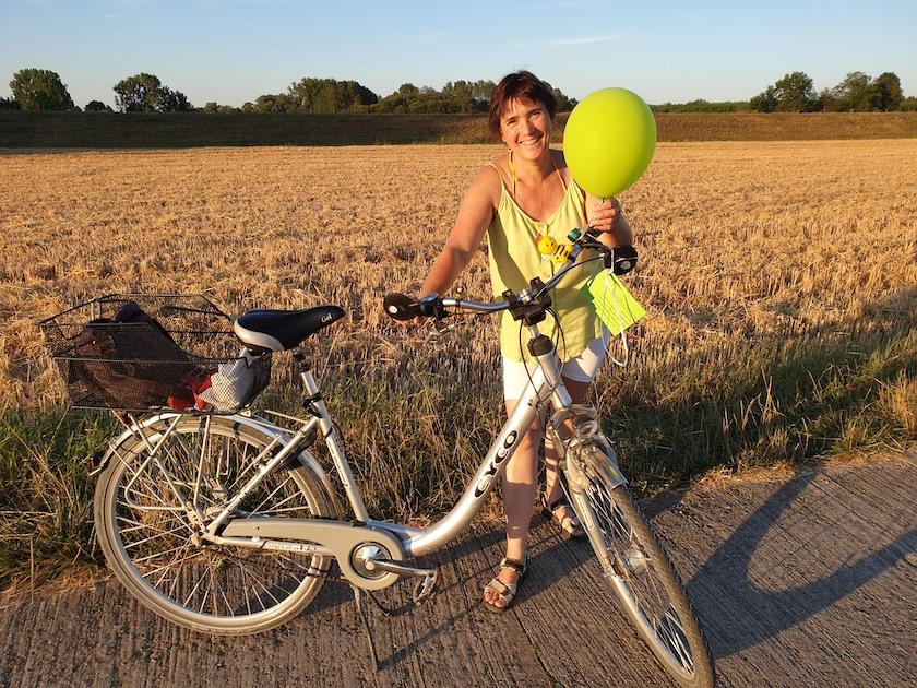 Ilona in Buger Wiesen mit dem Rad