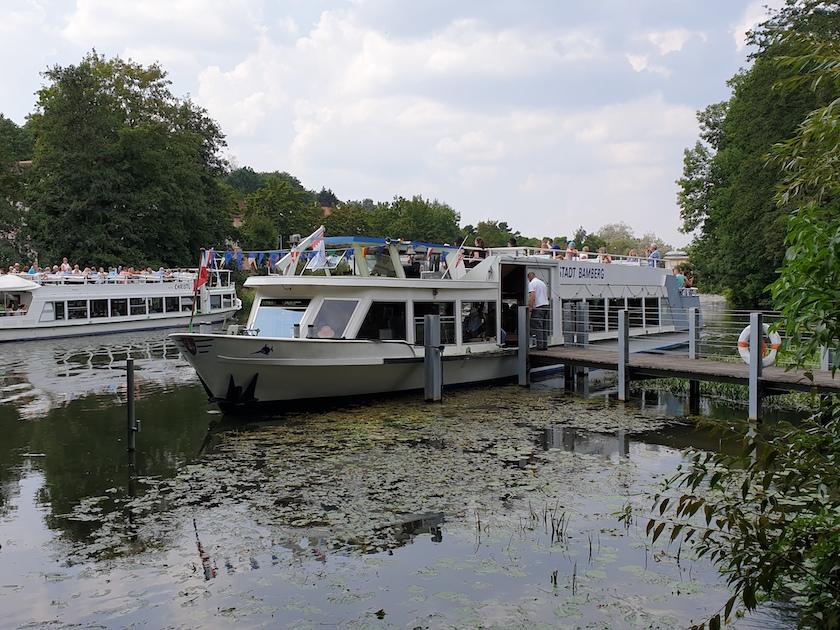 Ankunft der Reisegruppe am Schiffsanlegesteg des Erba-Parks am 10.08.2020