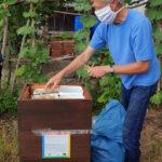 Reinhold demonstriert Einfütterung