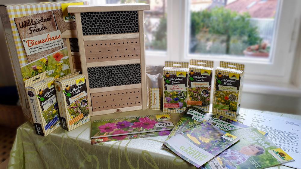 Geschenke: Wildbienennisthilfe, Blühsamenmischungen, Kalender, Infomaterial von Neudorff