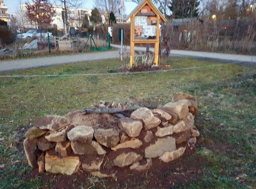 Trockenmauer für Wildbienen-Insektenreservat